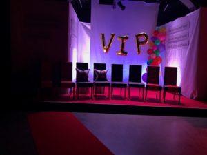 VIP stolene. Her satt fredsprisvinnerene.